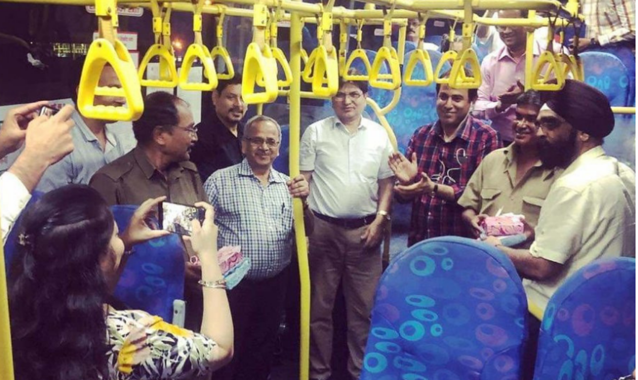 Mumbai commuters bid warm goodbye to their bus conductor