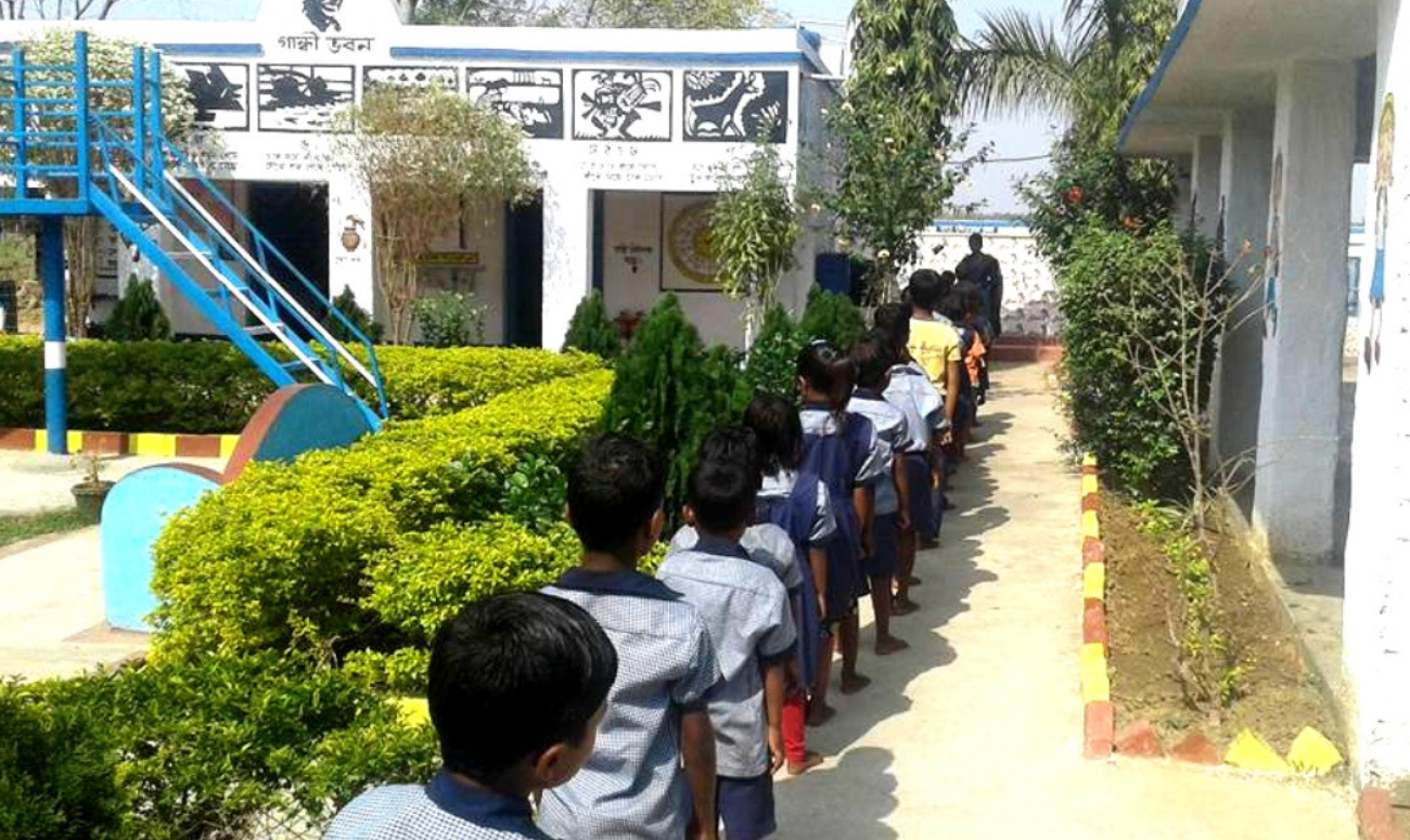 TEACHERS CONVERT A BENGAL VILLAGE SCHOOL INTO A CHILD'S DREAM