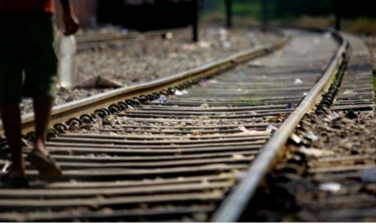 INDIAN RAILWAY OFFICIALS AVERT A MAJOR ACCIDENT