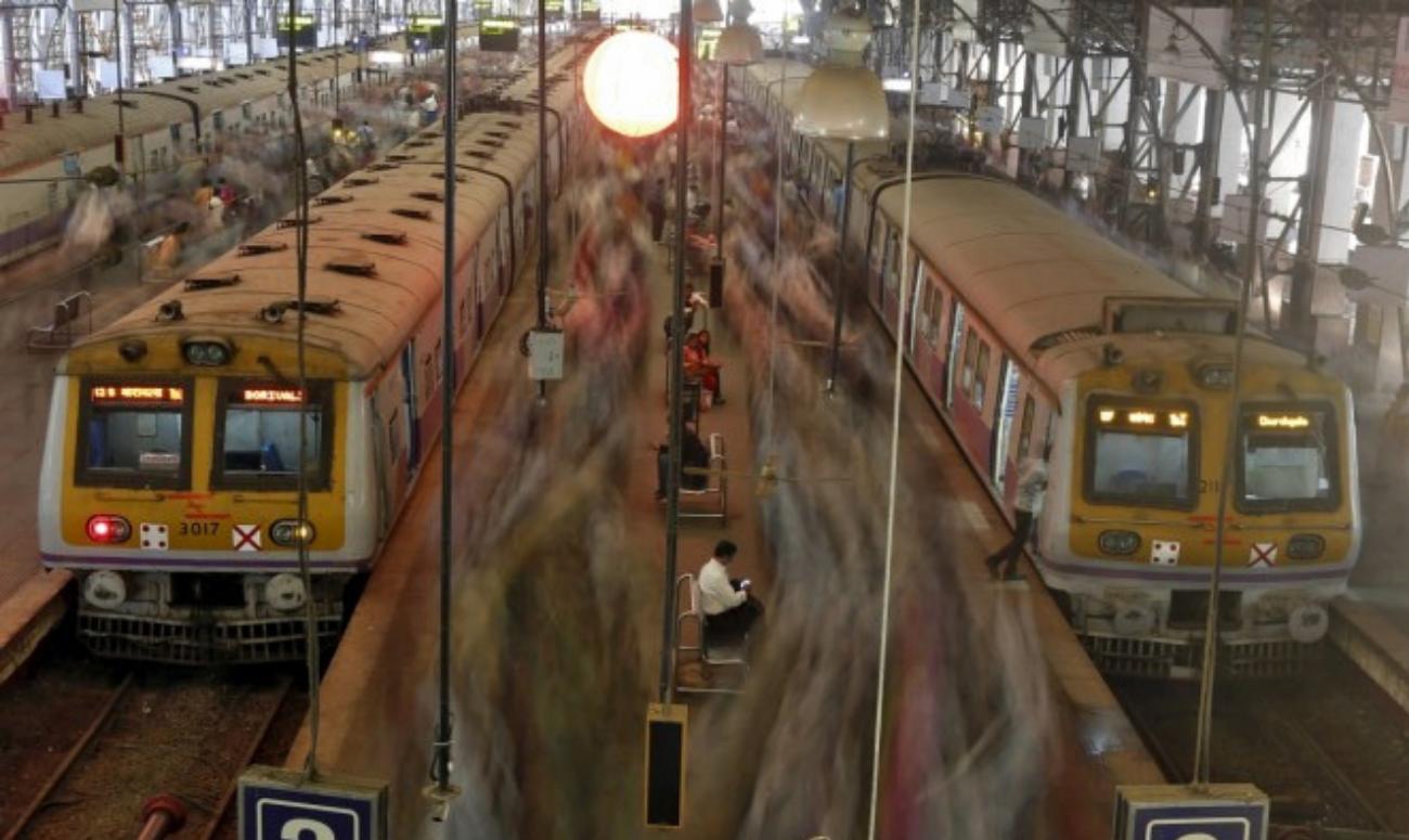 A female railway officer helps lost children get home
