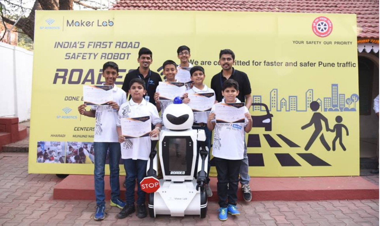 Pune kids develop Roadeo, the traffic Robot, for Pune roads