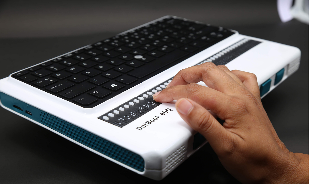 laptop for visually impaired user