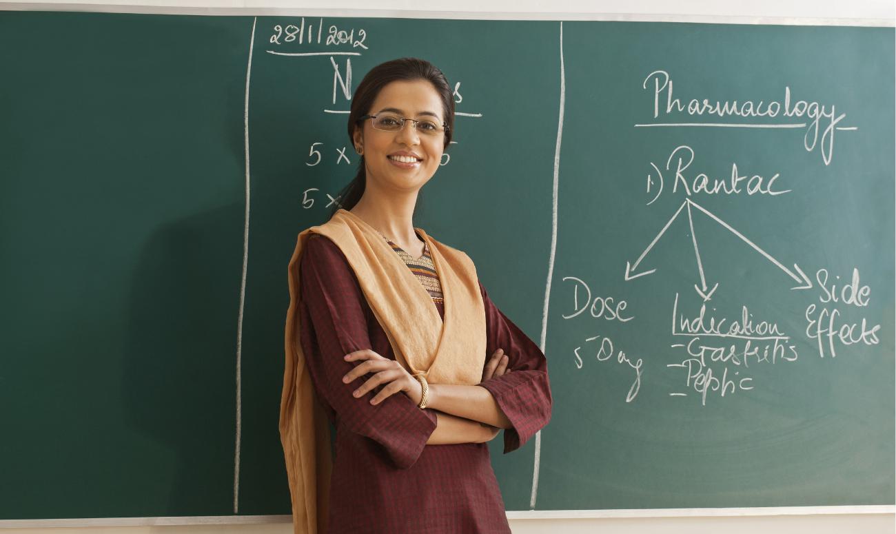 समाज को बहुत कुछ सिखाते है शिक्षक